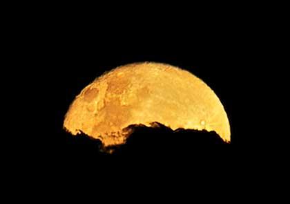 moon with spot metering